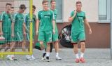 Młodzież obecna na treningu pierwszej drużyny