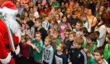 Tłum dzieci na Mikołajkach z Legią (HD)